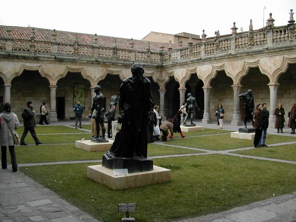 223-2013-12-01-Rodin claustro escuelas